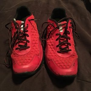 Under Armour shoe: Size 9 (red)